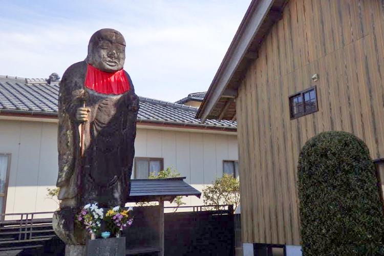 商店街で日本一のお地蔵様を眺めて一息ブレイク